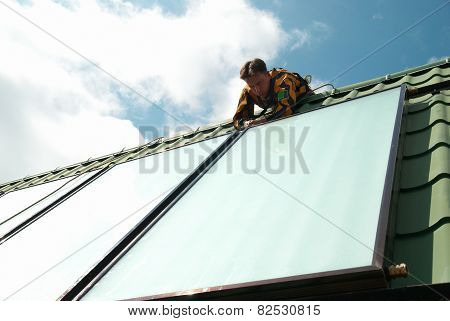 Erector Of Solar Water System