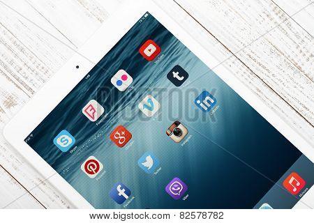 Social Media Icons On Screen Of Ipad