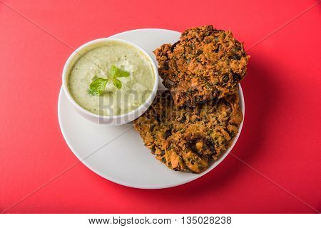 mixed dal vada, mixed daal vada, moong dal vada, mixed dal pakode, deep fried, tastes good with pudina chutney and with tea