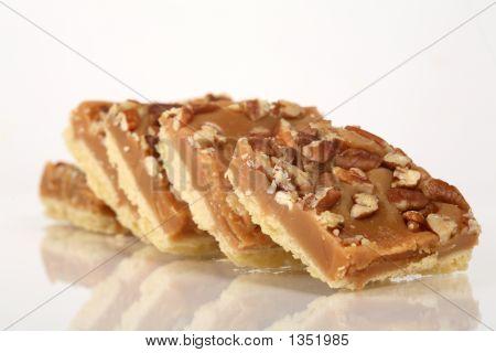 Pecan Caramel Shortbread Cakes