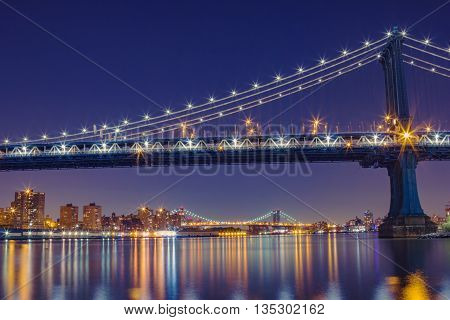Amazing Shot Of The Manhattan Bridge At Night