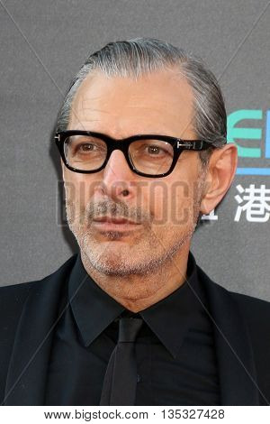 LOS ANGELES - JUN 20:  Jeff Goldblum at the Independence Day: Resurgence LA Premiere at the TCL Chinese Theater IMAX on June 20, 2016 in Los Angeles, CA