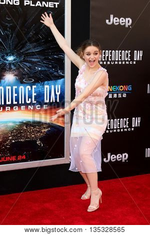 LOS ANGELES - JUN 20:  Joey King at the Independence Day: Resurgence LA Premiere at the TCL Chinese Theater IMAX on June 20, 2016 in Los Angeles, CA