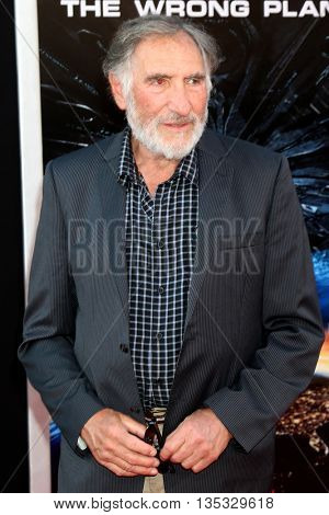 LOS ANGELES - JUN 20:  Judd Hirsch at the Independence Day: Resurgence LA Premiere at the TCL Chinese Theater IMAX on June 20, 2016 in Los Angeles, CA