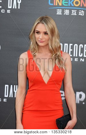 LOS ANGELES - JUN 20:  Hunter King at the Independence Day: Resurgence LA Premiere at the TCL Chinese Theater IMAX on June 20, 2016 in Los Angeles, CA