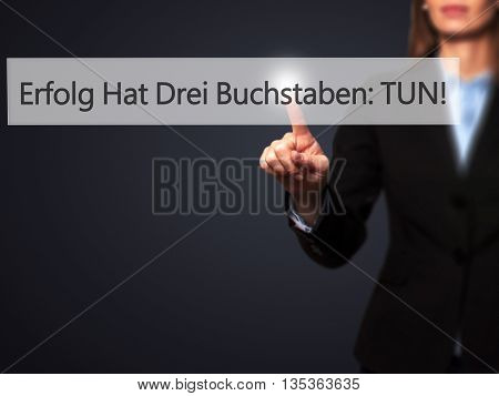 Erfolg Hat Drei Buchstaben: Tun! (success Has Three Letters: Do In German) - Businesswoman Hand Pres