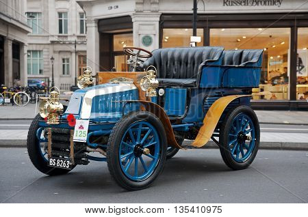 LONDON - OCTOBER 31: A veteran motorcar due to take part in the annual London to Brighton run is stood on public display at the Regents Street classic car show on October 31, 2015 in London.
