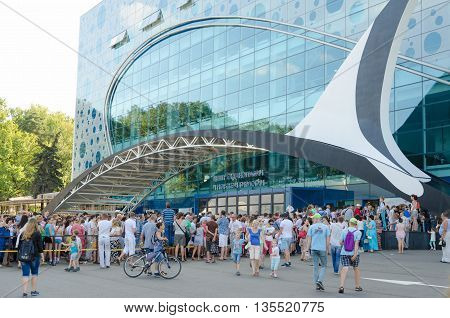 Moscow, Russia - August 10, 2015: Huge Queue Of People To Open A Center For Oceanography And Marine