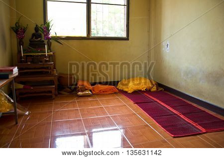 monk's dwelling; monk's housefor monk sleep (Buddhist monk) restand learn