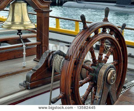 Ein Segelschiff Bell und Rad
