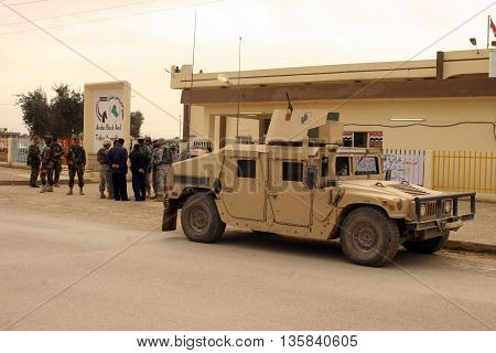 KIRKUK, IRAQ - FEBRUARY 2, 2007: Unidentified US soldiers stand guard at a check point on February 2, 2007 in Kirkuk, Iraq.