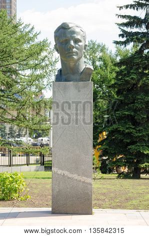 Moscow, Russia - August 10, 2015: Monument To Cosmonaut Yuri Gagarin In The Alley Of Cosmonauts At T