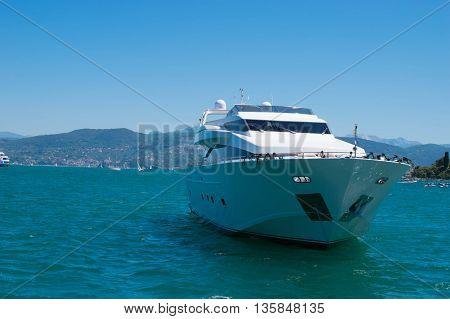 yaht nel mare, barca nel mare, vacanze in barca, mare mediterraneo, cinque terre, porto venere, mare e roccia, liguria, vacanza,tropical,exotic,luxury,