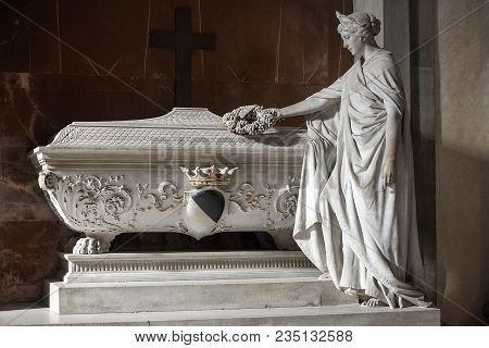 Florence, Italy: February 18, 2017 : Tomb Of Gino Capponi, (was An Italian Statesman And Historian)