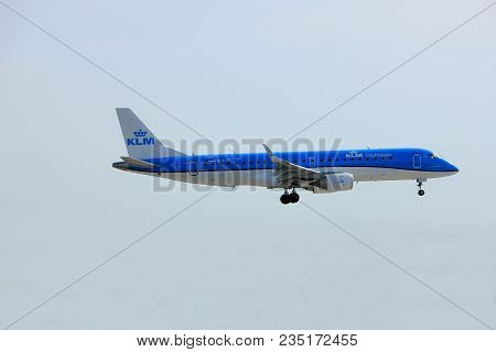 Amsterdam, The Netherlands, April 7th, 2018: Ph-ezt Klm Cityhopper Embraer Erj-190 Approaching Runwa
