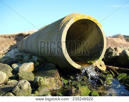 Concrete Grey Cement Drain Pipe With Water Flow