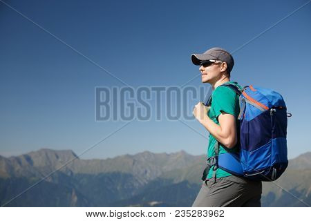 Image of tourist man in sunglasses with backpack
