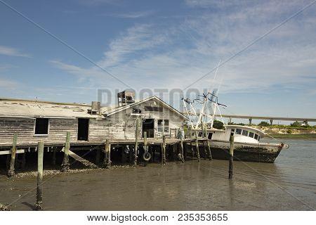 Empty Abandoned Unused Sunny Boathouse On Lake River Intracoastal Waterway Abandoned Shrimp Boat Sun