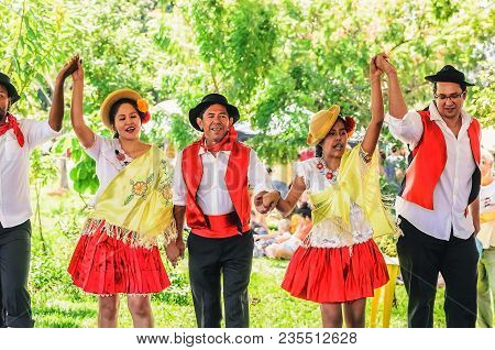 Presentation Of A Dance Group (projecao Multicultural)