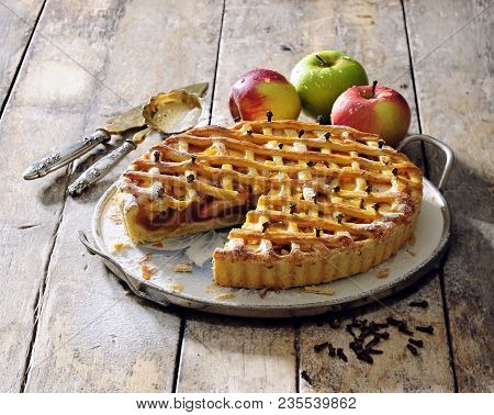 Old Fashioned Apple Pie With Crunchy Lattice Top