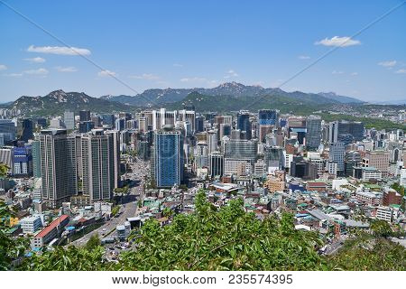 Seoul, Korea - April 26, 2017:  Cityscape Of Hoehyeon-dong. Hoehyeon-dong In Junggu Is A Central Are