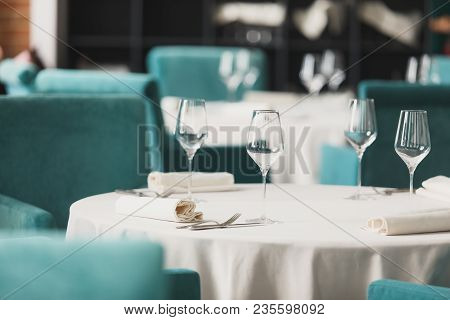 Empty Glasses Set In Restaurant, Setting Table In The Restaurant, Soft Dreamy Effect, Low Clarity, F