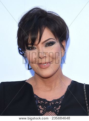 LOS ANGELES - APR 08:  Kris Jenner arrives to the Daily Front Row Fashion Awards  on April 8, 2018 in Beverly Hills, CA