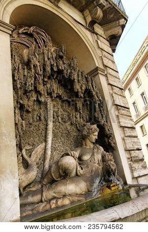 Rome, Italy - June 20, 2011: Goddess Juno Sculpture At Crossing Of Quattro Fontane. Renaissance Foun