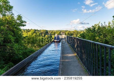 Near Froncysyllte, Wrexham, Wales, Uk - August 30, 2016: People Stering A Narrowboat Over The Pontcy