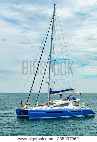 Provincetown, Cape Cod, Massachusetts, Us - August 15, 2017 Catamaran And His Crew Looking For A Wha