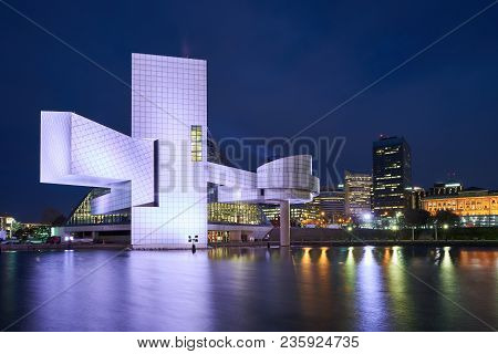 Cleveland, Ohio/usa - March 5th 2018: The Rock And Roll Hall Of Fame With Lake Erie In The Foregroun