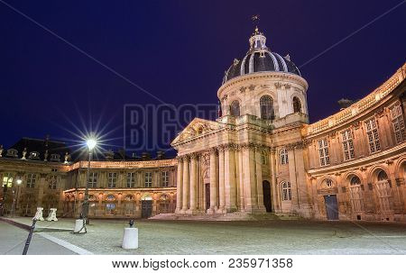 The French Academy Is Pre-eminent French Council For Matters Pertaining To The French Language.it Wa