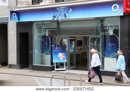 Leeds, Uk - July 12, 2016: Person Visits O2 Mobile Phone Shop In Leeds, Uk. There Are 89.9 Million M