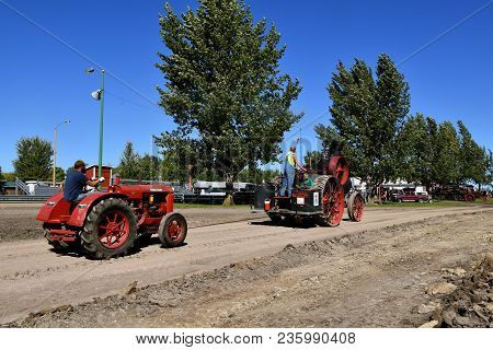 Dalton, Minnesota, Sept 8, 2017: An Old Advance Steam Engine Pulls A Mccormick Deering W30 At The An