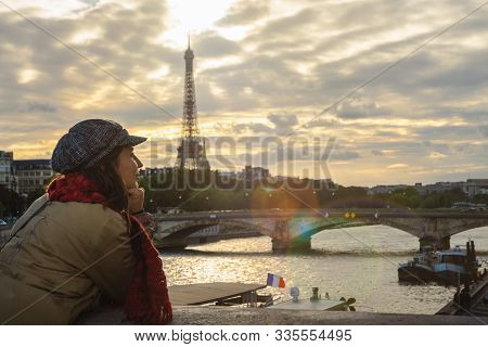 Traveler Girl In Vacation In Paris. Young Traveler Girl In Vacation. Girl Traveling To Paris In Vaca