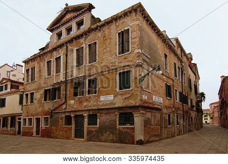Venice, Italy-september 28, 2019:wide Angle Landscape View Of Street In Venice City. Non-tourist Par
