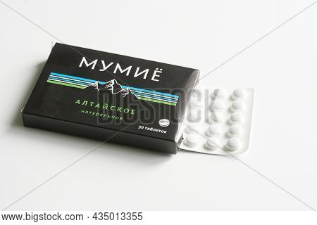 Mumiyo Shilajit Tablets In A Blister And A Box Lie On A White Table. The Inscription In Russian: Alt