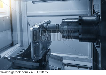 The Horizontal Cnc Milling Machine Rough Cutting  The Vacuum Mold Parts By Indexable  Endmill Tools.