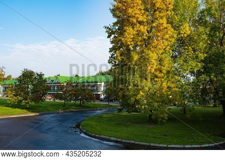 The City Of Suzdal, Vladimir Region, Russia - 12.09.2021: Earlier In The Morning At The Main Tourist