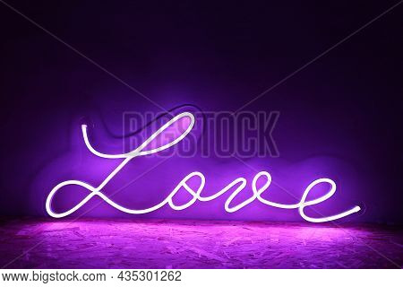 Pink Neon Sign Love. Trendy Style. Neon Sign. Custom Neon. Home Decor.