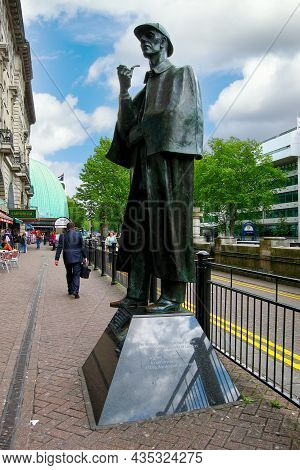 London, England - May 23 2006: The Statue Of Fictional Detective Sherlock Holmes That Stands Outside