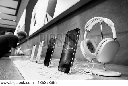 Paris, France - Sep 24, 2021: Monochrome Of Row Of New Smartphones In Apple Store With Iphone 13, 13