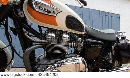 Bordeaux , Aquitaine  France - 09 30 2021 : Triumph Bonneville T100 Bonnie Carburetor Bike Detail Si