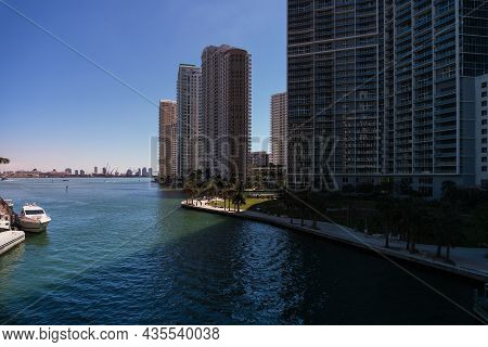 Miami,usa-march 16,2018:walking Among The Skyscrapers In Downtown Miami During A Sunny Day.