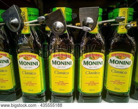 Monini Classico Extra Virgin Olive Oil Extra Virgin On Sale On A Hypermarket Shelf 11.04. 2021 In Ru