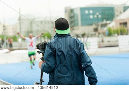 Vigeo Operator Prepares For Video Filming At The Finish Line Of The Marathon.