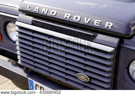 Bordeaux , Aquitaine  France - 09 20 2021 : Land Rover Defender Face Logo Sign Text Car Sign Front O