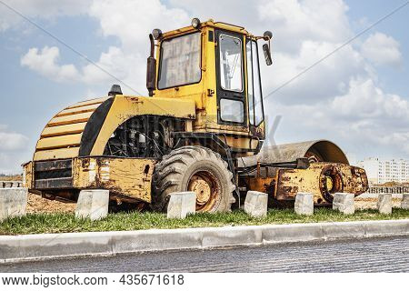 Heavy-duty Vibratory Roller For Asphalt Paving. Road Construction. Construction Of Roads And Urban T