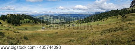 Stunning Panoramic View: The Famous Alp De Siusi - Seiseralm In South Tyrol. Also View To Rosengarte
