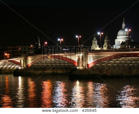 London Bridge Night Time